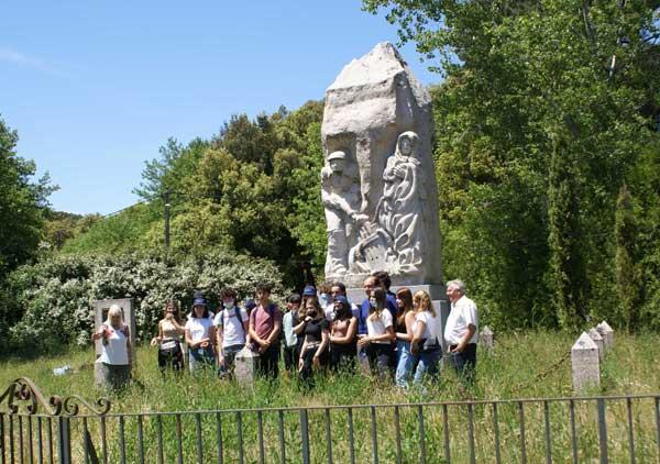 http://www.resistance-corse.asso.fr/wp-content/uploads/2021/06/Web_Monument-de-Ciniccia.jpg